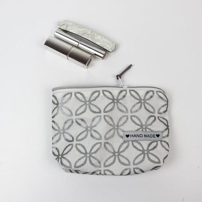 Kosmetiktasche klein - Muster silber/weiß