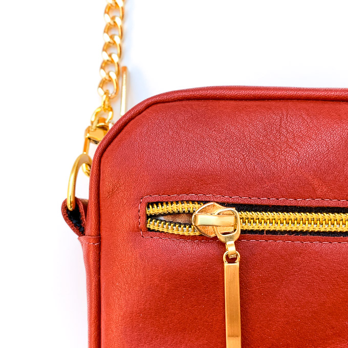 Reißverschlusstasche in Leder