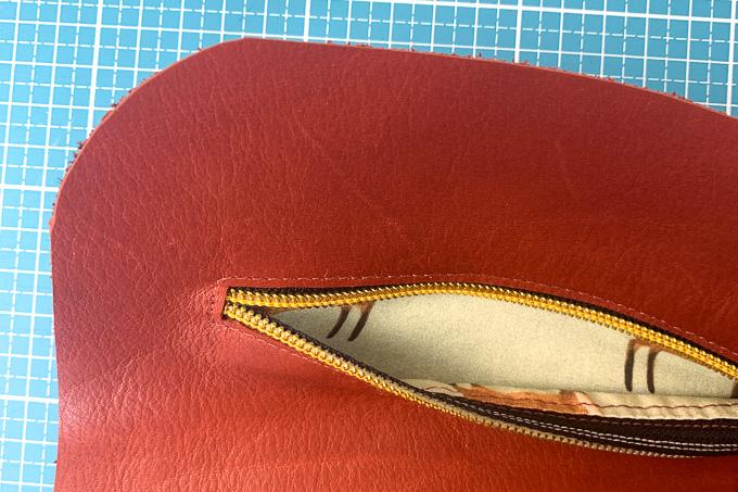 Außentasche in Leder genäht