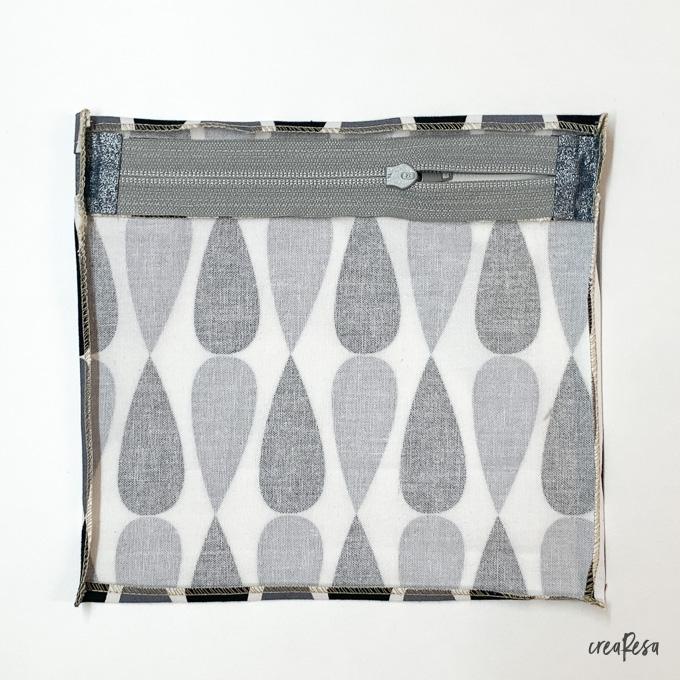 Nahtzugabe der aufgesetzten Tasche umbügeln