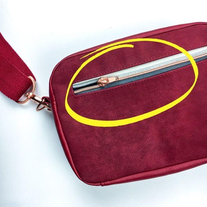 Außentasche an einer Handtasche